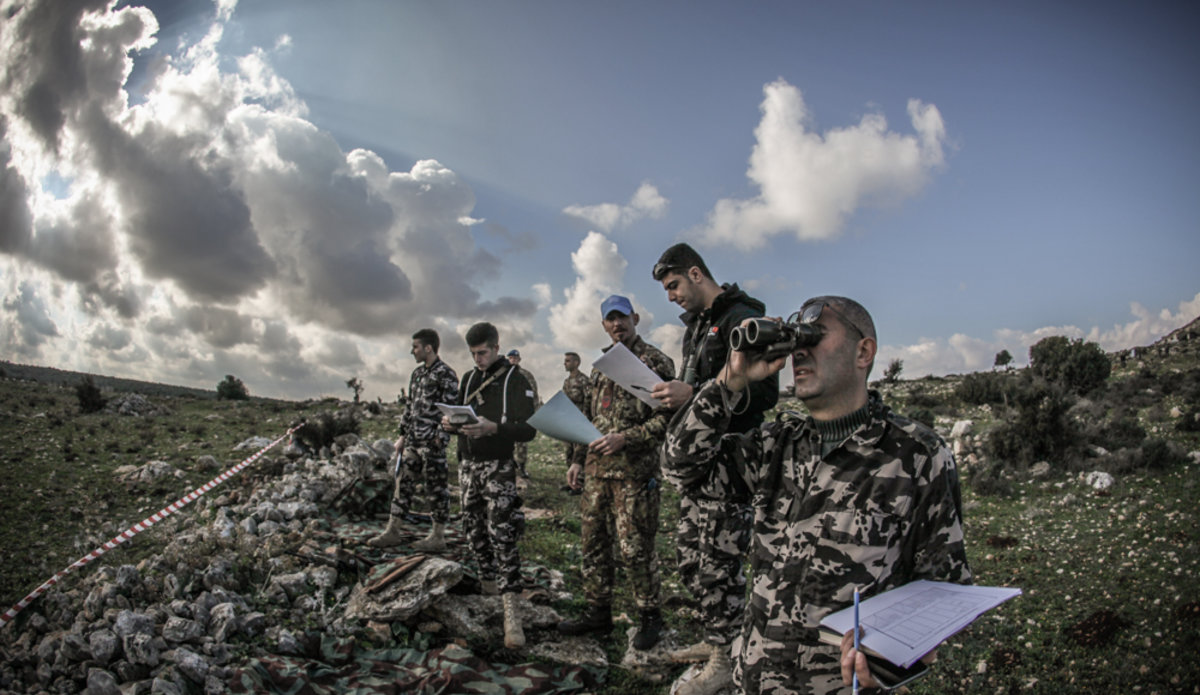 Lebanese security officers train with Italian peacekeepers ...