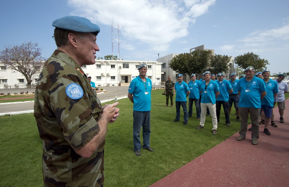 On a return visit by UNIFIL Dutch veterans they received a welcome from UNIFIL's head Major General Michael Beary