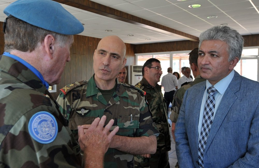 UNIFIL head Major General Michael Beary speaks with General Janbay (LAF) and Neeraj Singh (UNIFIL) at the ceremony.