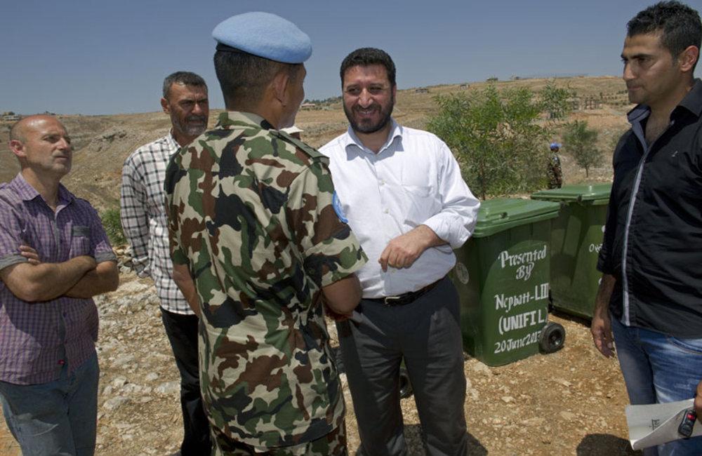 Shaqra's Mayor Rida Aashour salutes UNIFIL Nepalese commander.