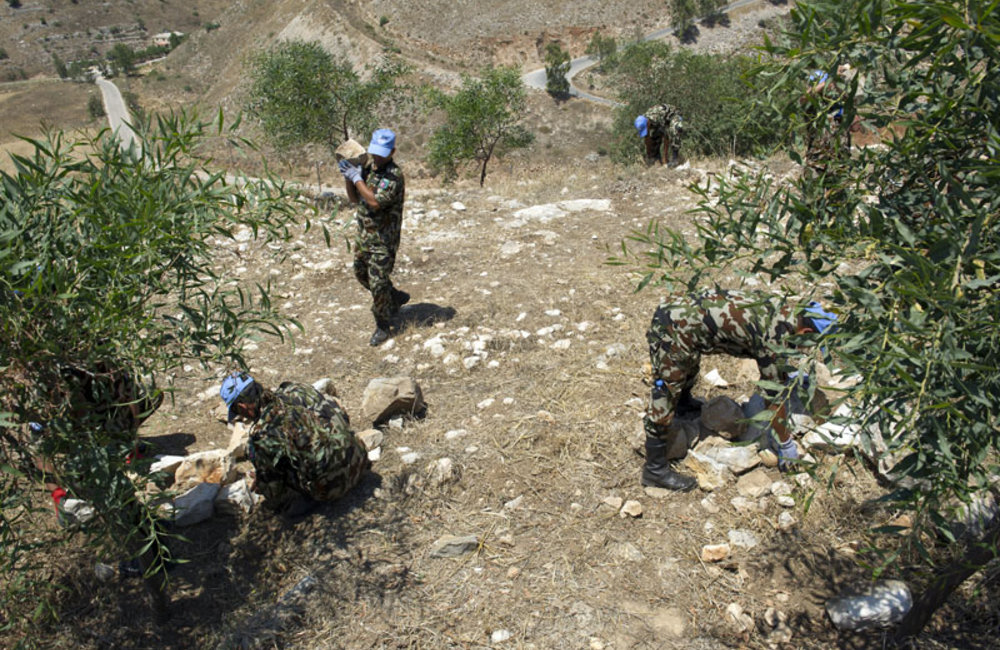 UNIFIL peacekeepers working on the restoration of the castle.