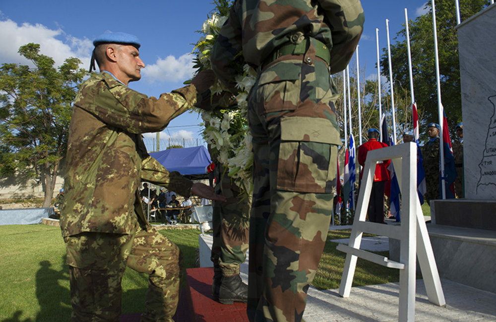 Major-General Serra laying a wreath at the UNIFIL cenotaph in memory of fallen peacekeepers.