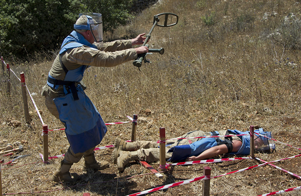 UNIFIL Belgian peacekeeper alerting of a casualty during a medical evacuation exercise.