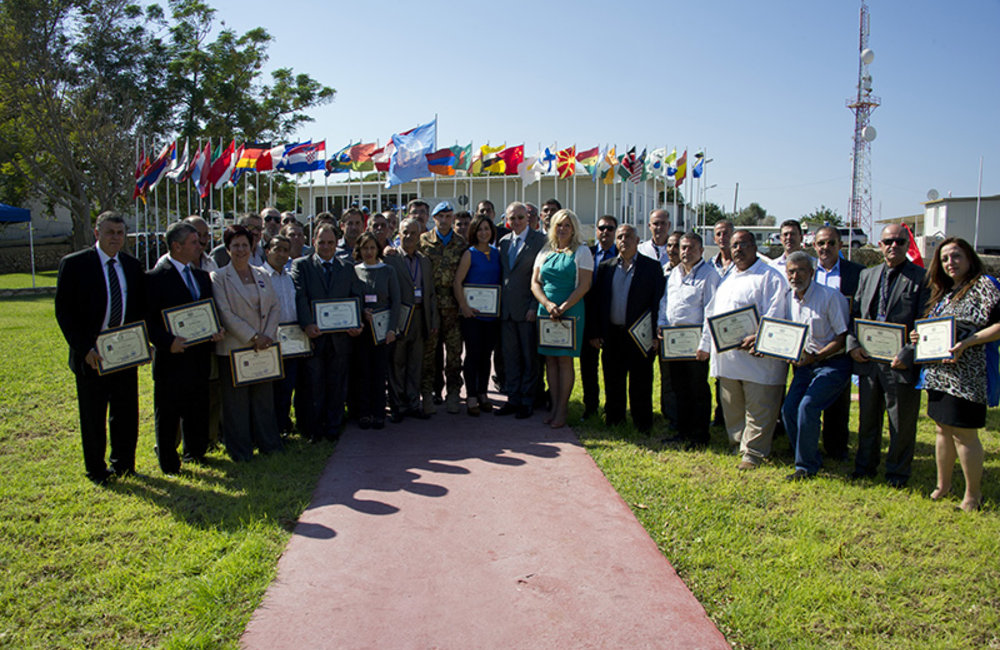 Head of Mission and Force Commander Major-General Portolano presented certificates of recognition to staff members who have completed up to 35 years of service with the United Nations.