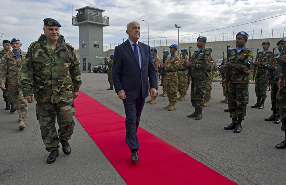 Deputy Prime Minister and Minister of Defense, Samir Moqbel and Lebanese Armed Forces Commander, General Jean Kahwaji review the Guard of Honor on his arrival at UNIFIL headquarters.