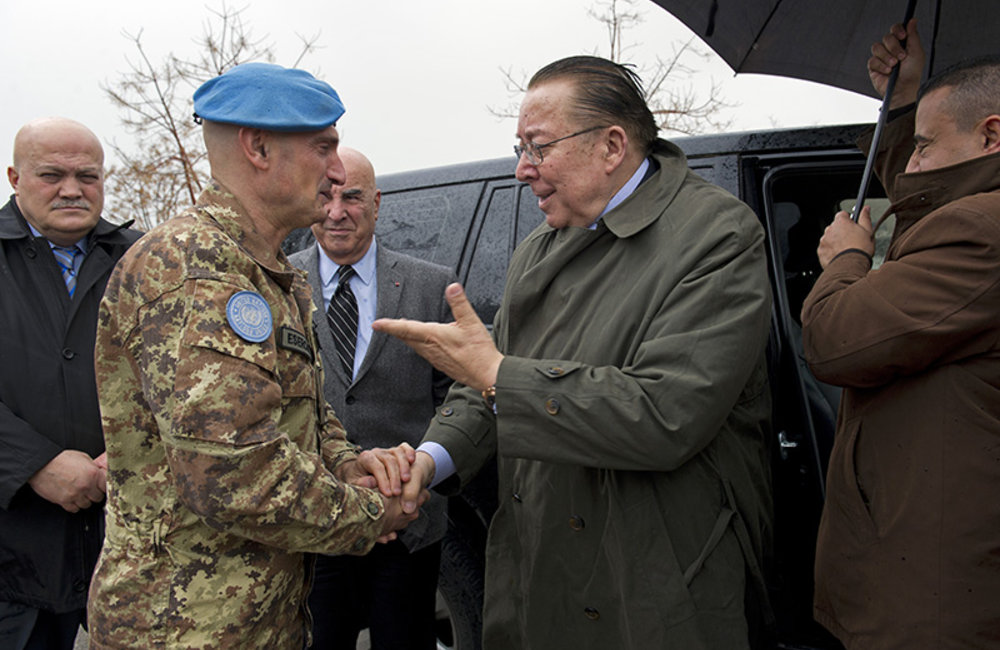 Force Commander Major- General Luciano Portolano welcoming Lebanese Minister of Environment Mr. Mohammad Machnouk on arrival at UNIFIL.