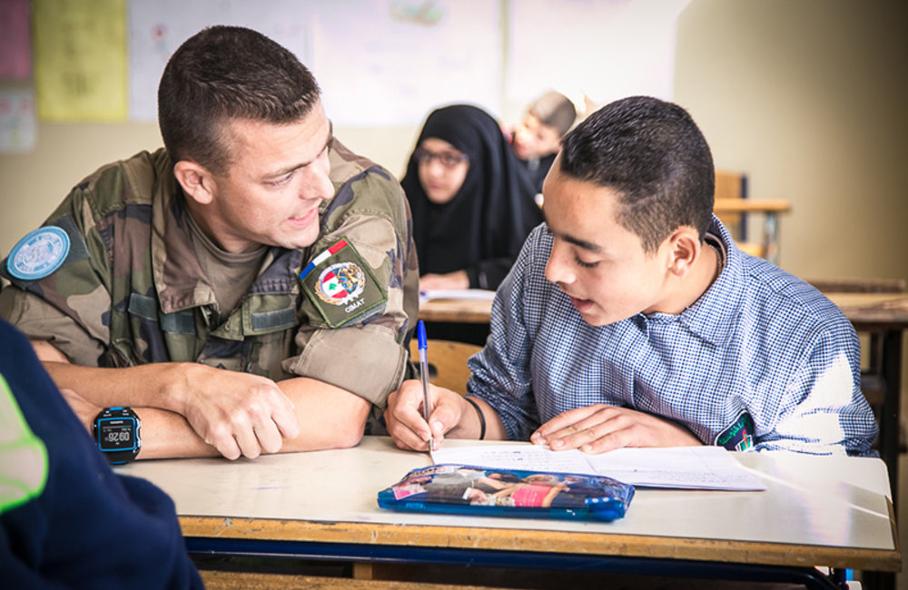 French peacekeepers go back to school