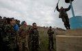 رئيس بعثة اليونيفيل يتفقد عملية تعليم الخط الأزرق قرب كفركلا