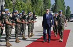 The Lebanese Minister of Justice Salim Jreissati inspecting UNIFIL guard of honor.