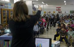 Kunhadi raising awareness with UNIFIL