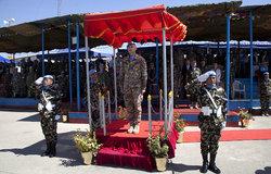 قائد اليونيفيل يقلّد أوسمة السلام لعناصر الكتيبة النيبالية ويزور قوة اليونيفيل البحرية